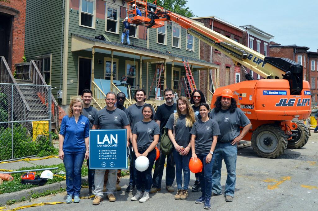 LAN-volunteers-at-habitat-builders-blitz